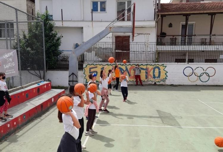 «Her World, her Rules» και «Τρίποντα στα σχολεία» σε Καστοριά και Κοζάνη