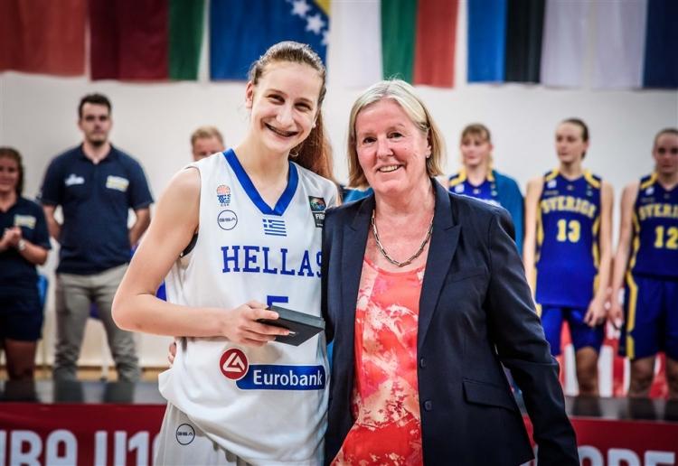 Η Έλενα Μποσγανά στα πέντε αστέρια που ξεχωρίζει η FIBA