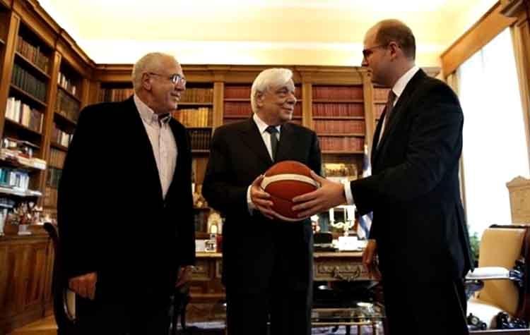 Στον Πρόεδρο της Δημοκρατίας ο γ.γ. της FIBA Ανδρέας Ζαγκλής