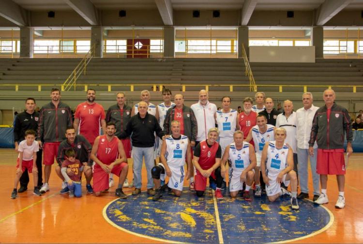 Ρεκόρ σε φιάλες αίμα στο φιλικό Παλαίμαχοι Ολυμπιακού-ΣΠΑΚΕ